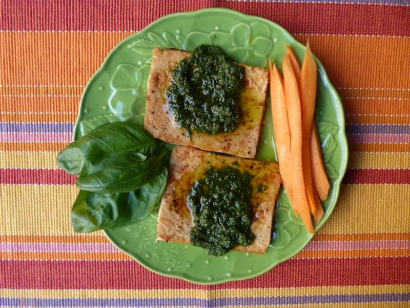 Bife de tofu com molho de ervas
