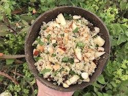 Bowl de quinoa com maçã e nuts